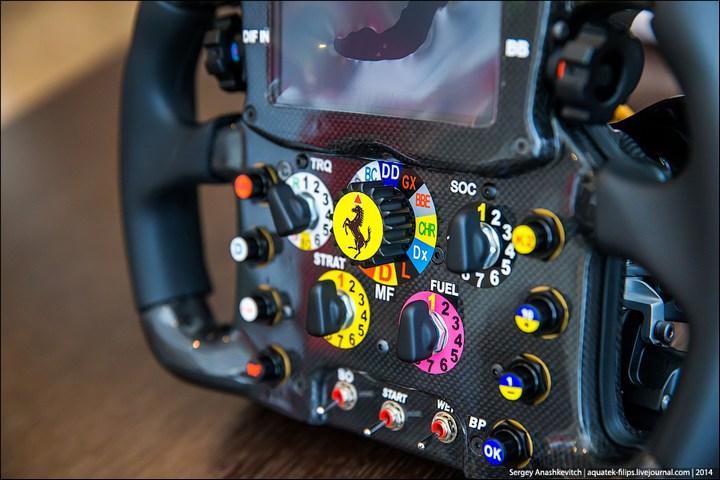 Как устроен руль Формулы-1 (2)