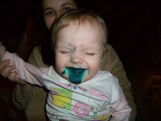 Дети, перепачканные в зеленке (2)