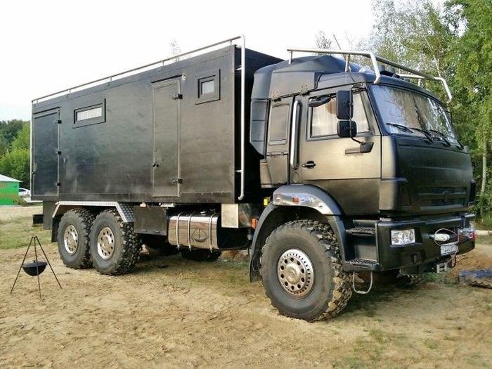 Самодельный дом на колесах на базе КамАЗа (1)