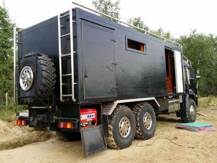 Самодельный дом на колесах на базе КамАЗа (2)