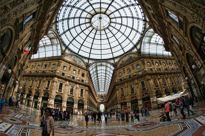 Улица под куполом в Милане (14)