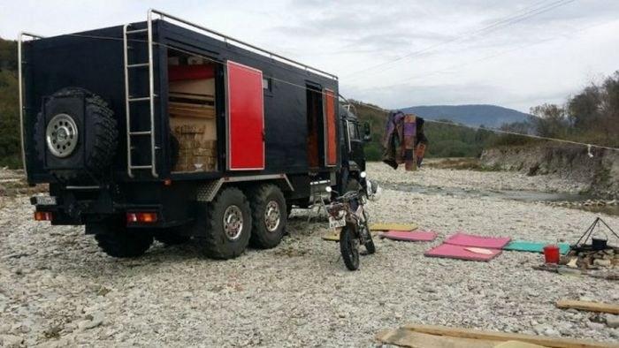 Самодельный дом на колесах на базе КамАЗа (3)