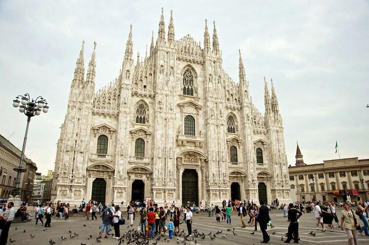 Улица под куполом в Милане (11)