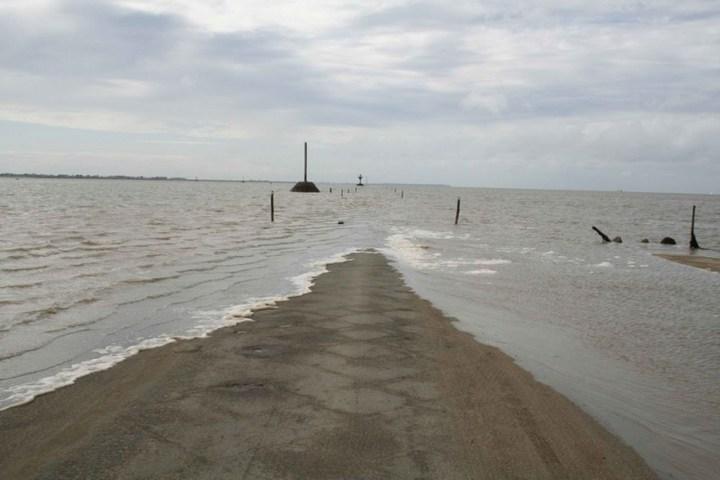 Дорога, которая дважды в сутки уходит под воду (6)