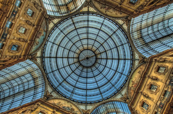 Улица под куполом в Милане (10)