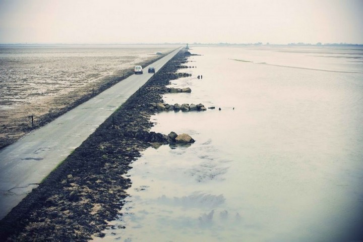 Дорога, которая дважды в сутки уходит под воду (7)