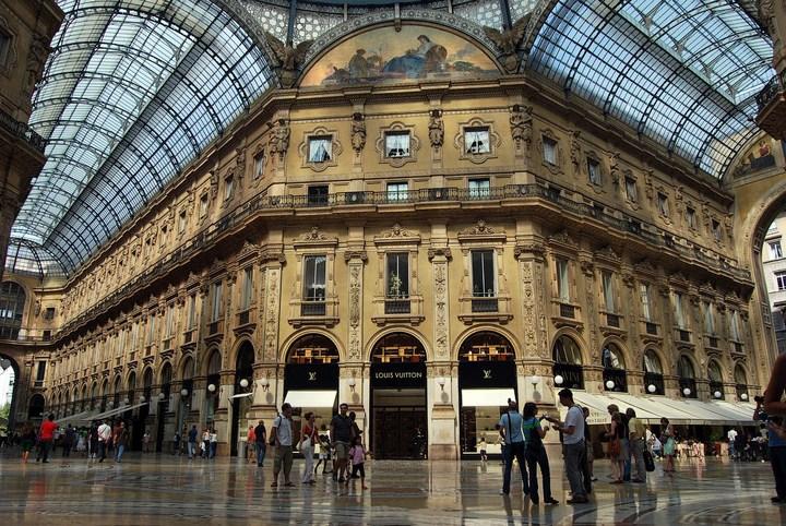 Улица под куполом в Милане (7)