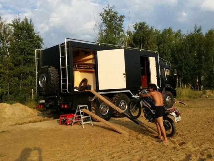 Самодельный дом на колесах на базе КамАЗа (24)