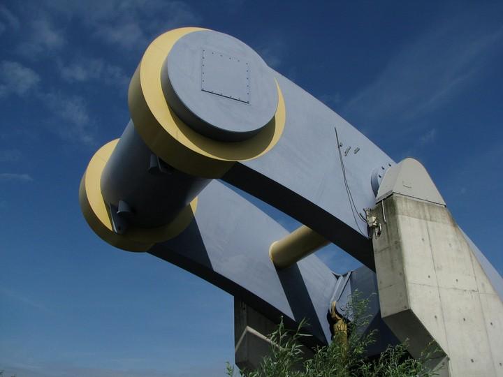 """Уникальный """"летающий"""" мост в Голландии (5)"""