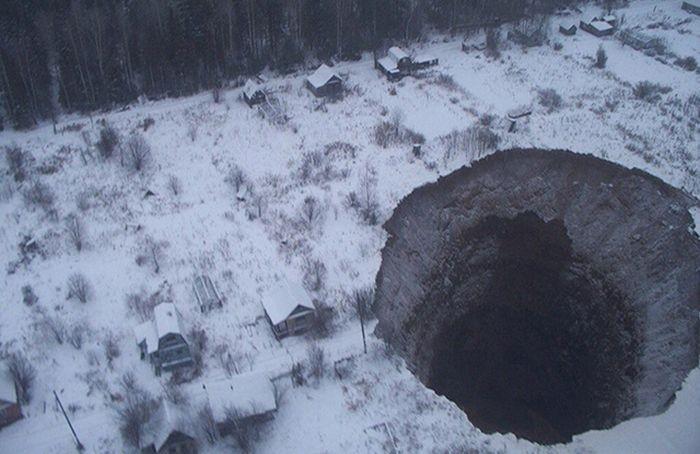 Провал грунта в Соликамске (3)