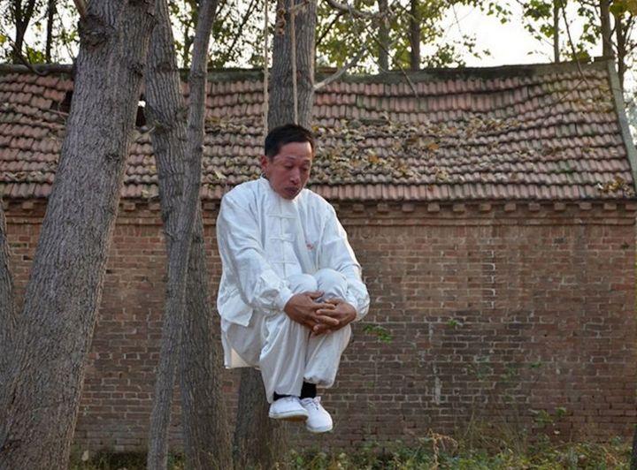 "Мастер кунг-фу ""повесился"" на дереве (1)"