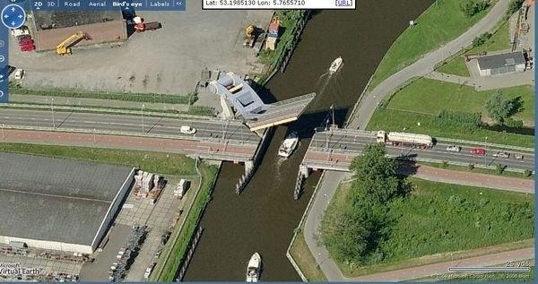 """Уникальный """"летающий"""" мост в Голландии (7)"""