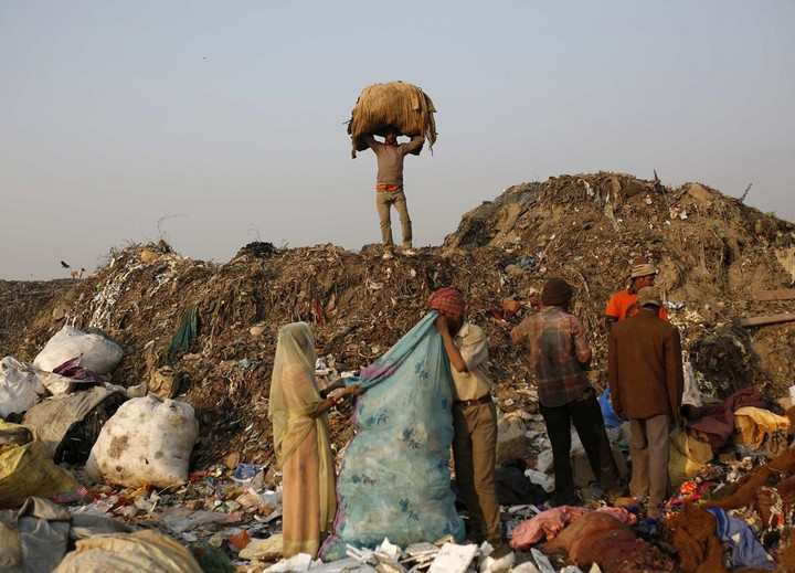 Работа на мусорных свалках в Индии (3)