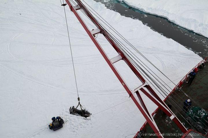 Как спасали людей и оборудование в Арктике (4)