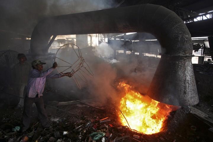 Работа на мусорных свалках в Индии (6)