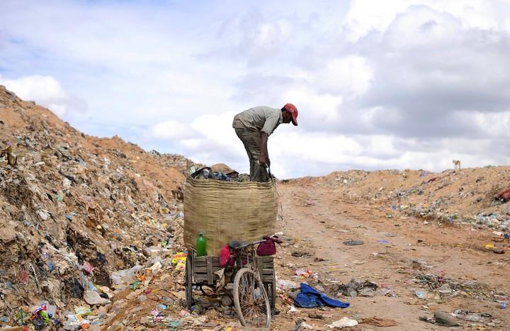 Работа на мусорных свалках в Индии (12)