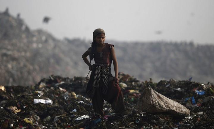 Работа на мусорных свалках в Индии (16)