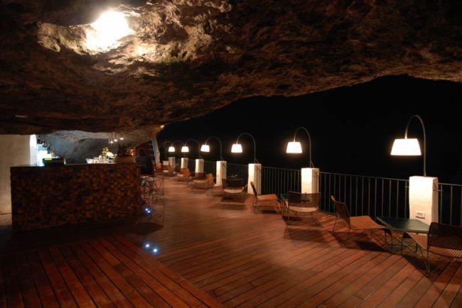 Grotta Palazzese — ресторан в скале с потрясающим видом (5)