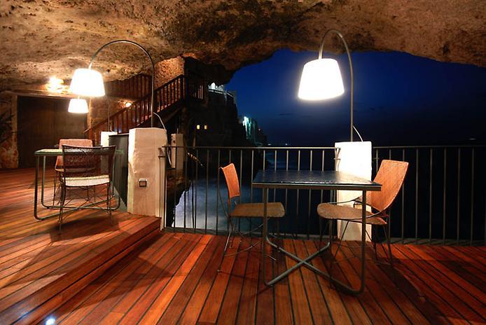 Grotta Palazzese — ресторан в скале с потрясающим видом (10)