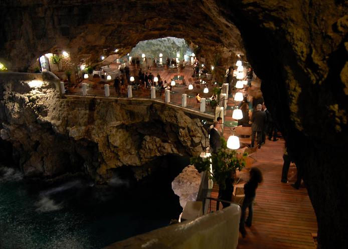 Grotta Palazzese — ресторан в скале с потрясающим видом (8)