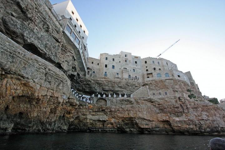 Grotta Palazzese — ресторан в скале с потрясающим видом (1)