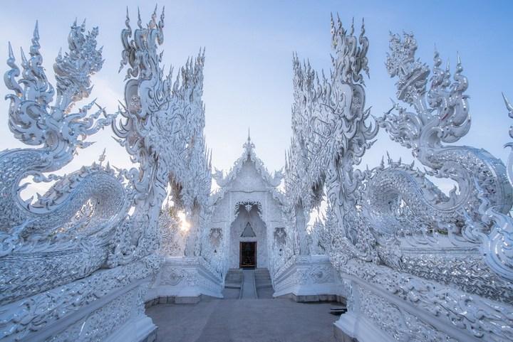 Ват Ронг Кхун - белый храм в Таиланде (5)