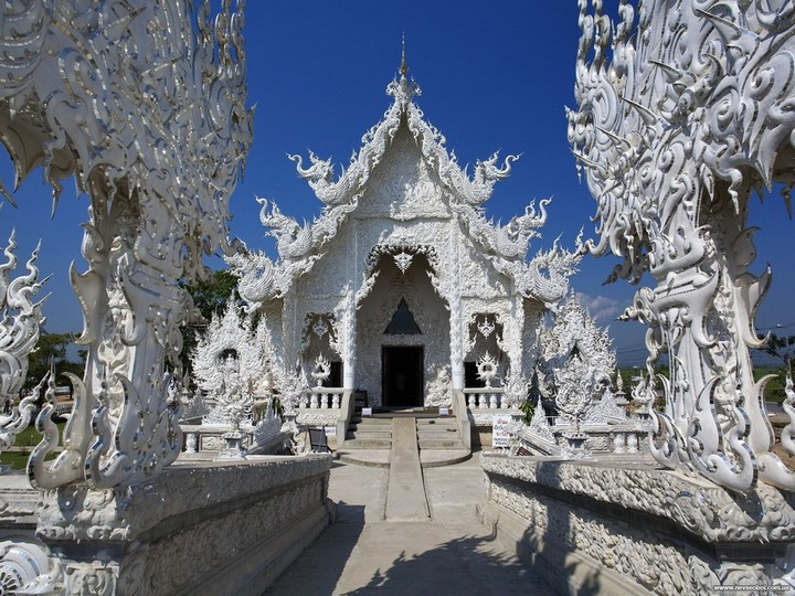 Ват Ронг Кхун - белый храм в Таиланде (10)