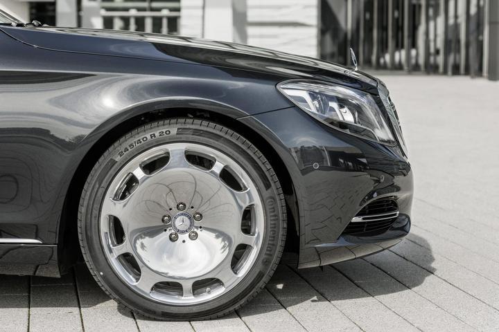 Mercedes-Maybach 2015. Сколько стоит самый тихий автомобиль в мире? (11)