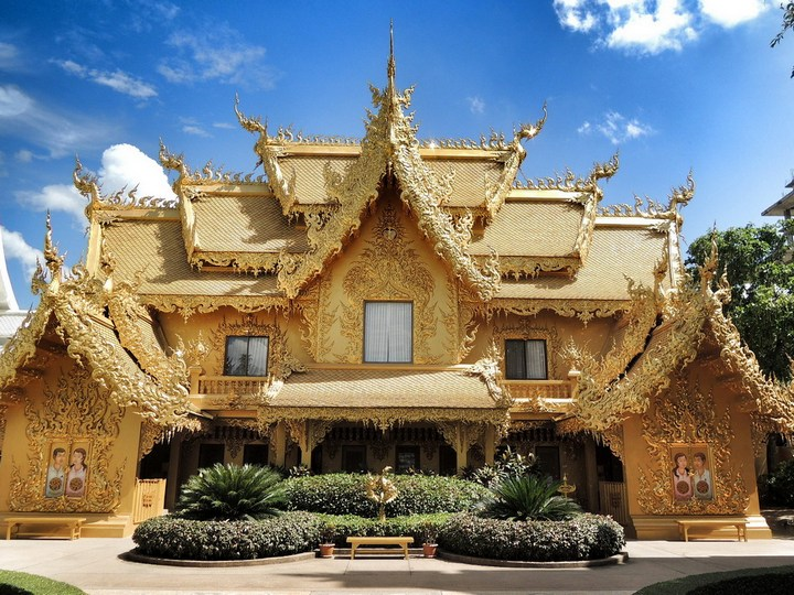 Ват Ронг Кхун - белый храм в Таиланде (18)