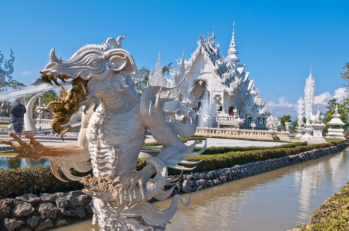 Ват Ронг Кхун - белый храм в Таиланде (20)