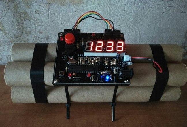 Часы-будильник в форме бомбы
