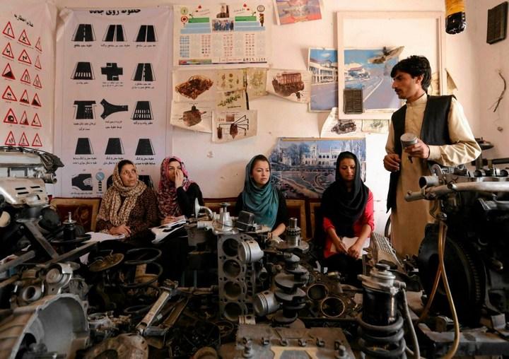 Как получают водительские права в Кабуле (3)
