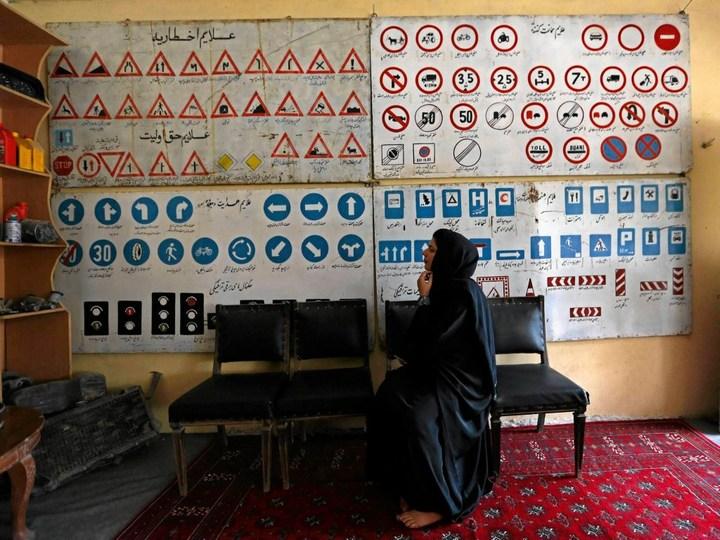 Как получают водительские права в Кабуле (4)