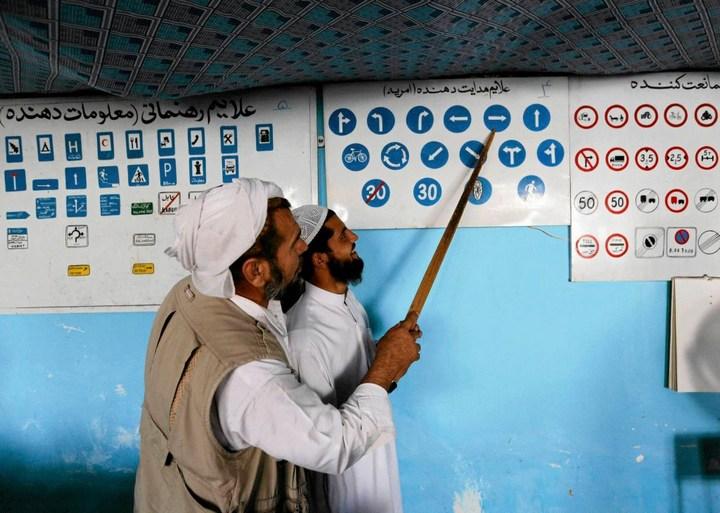 Как получают водительские права в Кабуле (5)