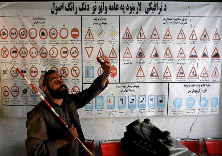 Как получают водительские права в Кабуле (7)