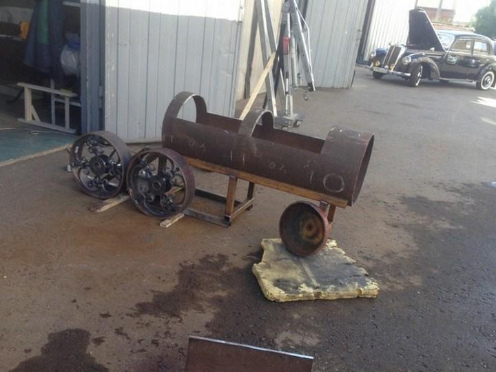 Оригинальный мангал в виде паровоза (7)