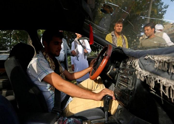 Как получают водительские права в Кабуле (13)