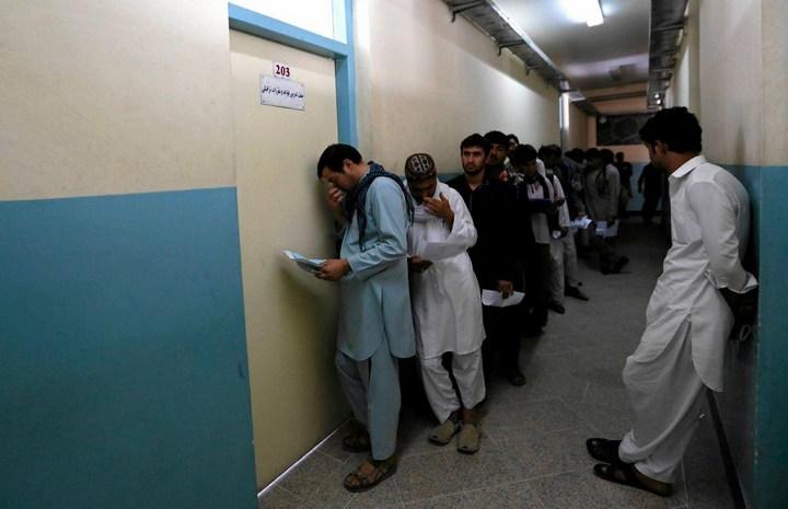 Как получают водительские права в Кабуле (15)