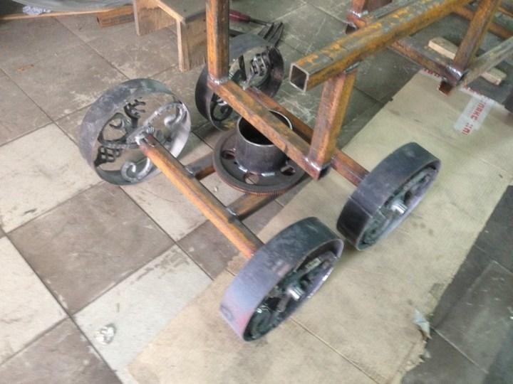 Оригинальный мангал в виде паровоза (15)