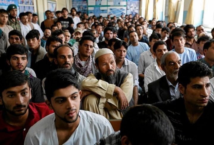 Как получают водительские права в Кабуле (16)