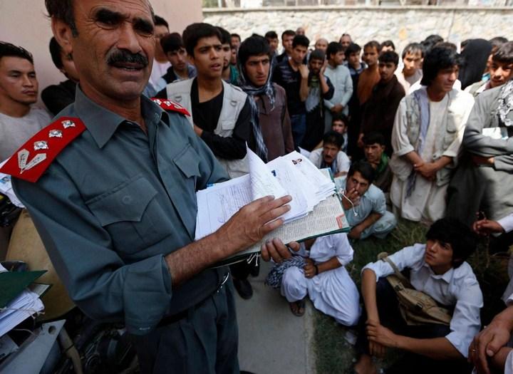 Как получают водительские права в Кабуле (18)