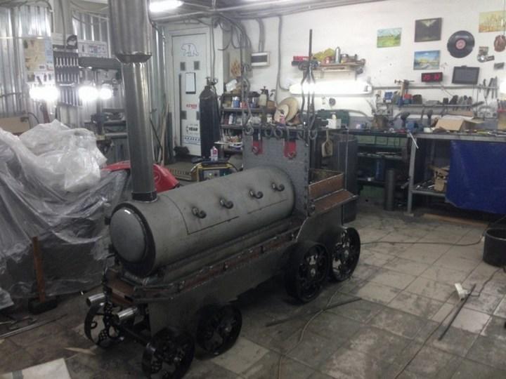 Оригинальный мангал в виде паровоза (21)