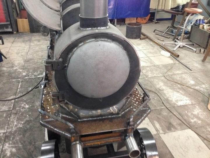 Оригинальный мангал в виде паровоза (23)