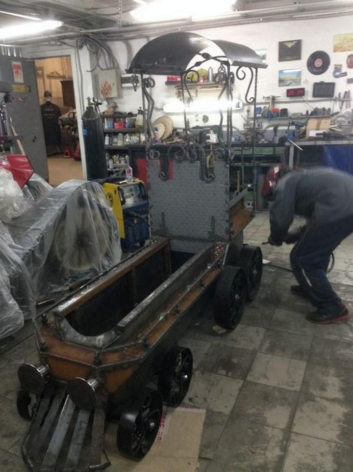 Оригинальный мангал в виде паровоза (31)