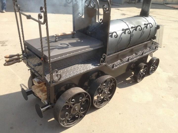 Оригинальный мангал в виде паровоза (38)