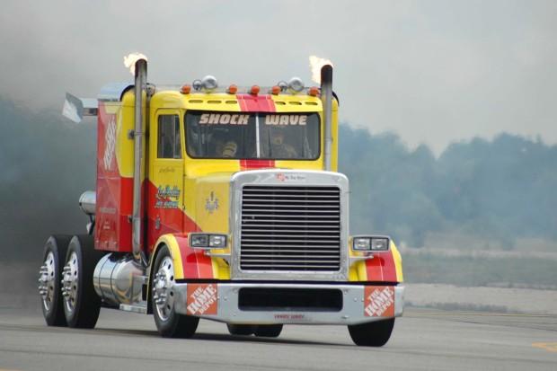 Самый быстрый грузовик в мире на реактивных двигателях (3)