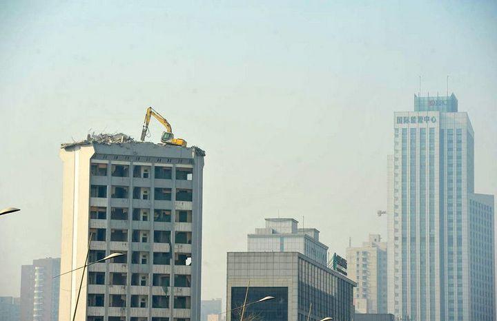 Демонтаж высотного здания по-китайски (3)