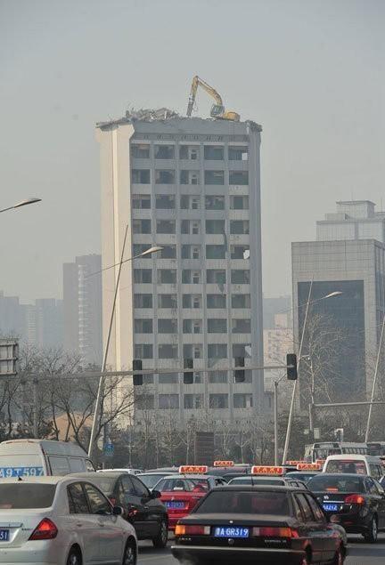 Демонтаж высотного здания по-китайски (2)