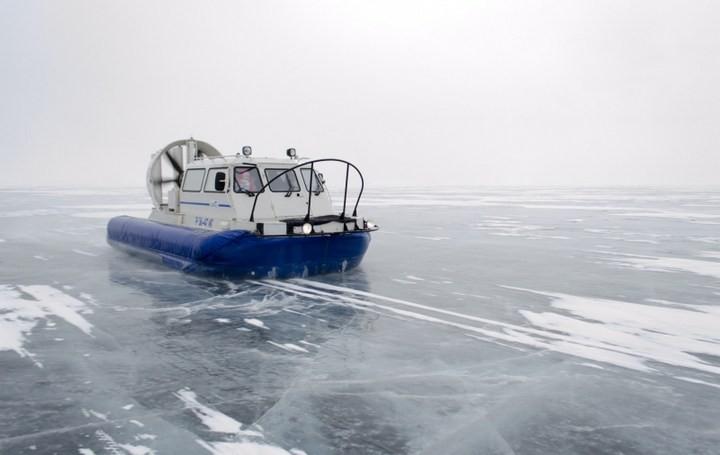 Замерзшее озеро Байкал (2)