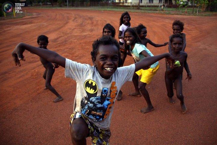 Как живут австралийские аборигены Йолнгу (3)